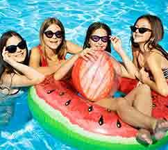 מי מפקח על ילדינו בקייטנות ובחוגי השחייה?
