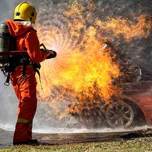 הרכב התפוצץ עקב דליפת גז ממיכל והדלקת סיגריה