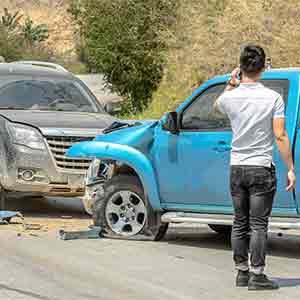 תאונה חזיתית בין שני רכבים היא מקרה מובהק