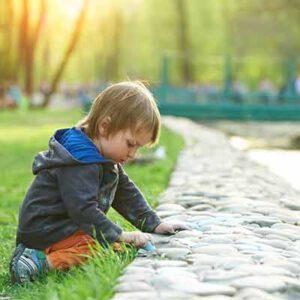 נפילת ילד במדרכה ופציעה - יש לבחון האם מתקיימת עוולת רשלנות