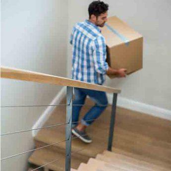 נפילה במדרגות הבית לאחר יום עבודה